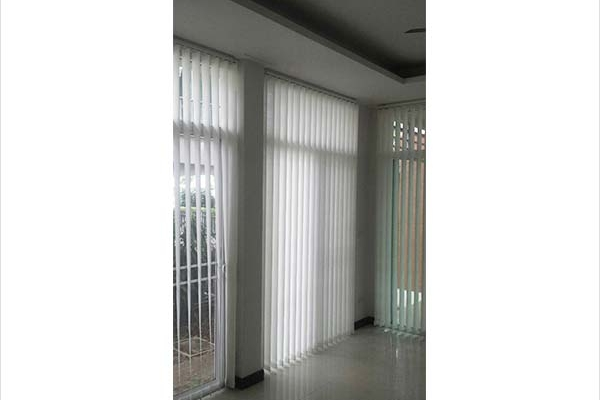 01-vertical-blinds0C295903-8C6F-5312-DC93-FF1FB9A7EC64.jpg
