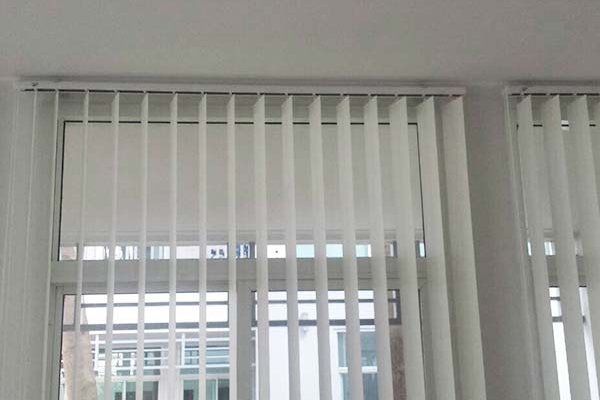 04-vertical-blinds9D2892FB-A282-BF10-B6E6-264FDA7151D2.jpg