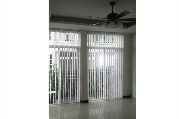 05-vertical-blinds391D7793-A3BF-1BB9-BCC5-945A0DAF43AD.jpg