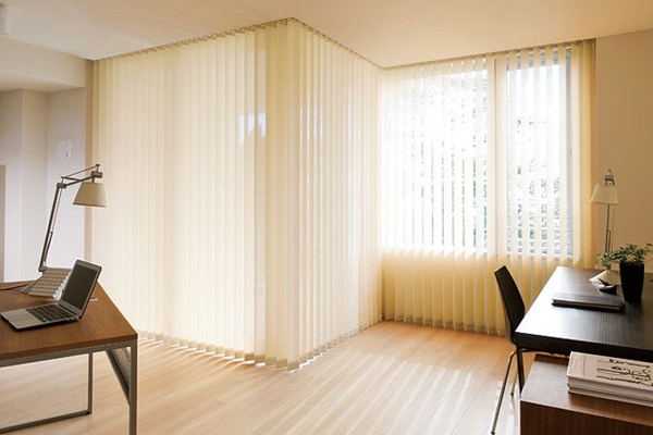 07-vertical-blinds3319CD9D-05B8-5583-C690-0B82866D2570.jpg