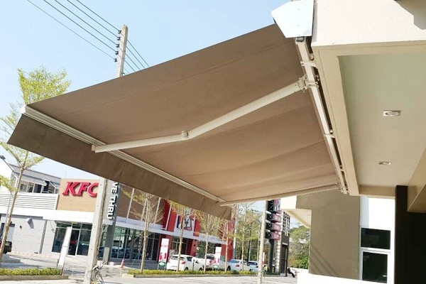 04-retractable-awnings22267F49-3D25-AD79-0193-D6263B1660DB.jpg