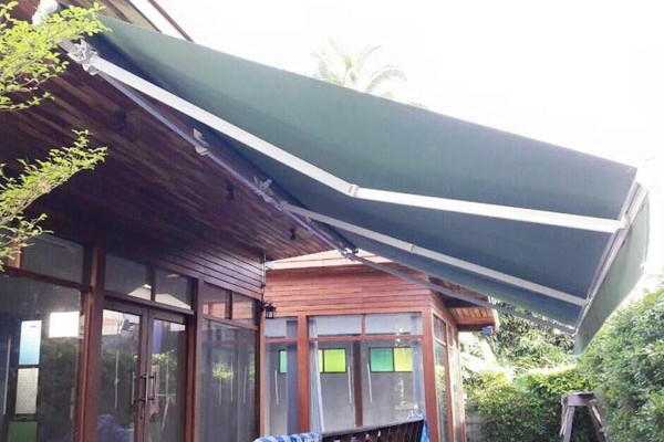 06-retractable-awnings456FB0D7-C21A-65F1-BD01-C093EBB4F91A.jpg