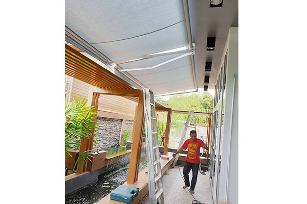 109-retractable-awnings0CF2EAE7-442E-7421-EB6E-3C4ADA745ABC.jpg