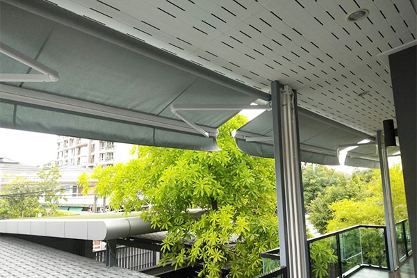 117-retractable-awnings124F99C5-0479-DA92-A6EF-785469C432B4.jpg