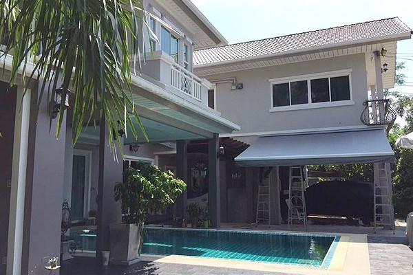 12-retractable-awnings9AAA9BA2-57C8-F25D-32B2-4FB515E6DCF6.jpg