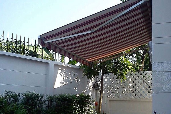 31-retractable-awnings368E3BD3-0CFA-F01C-DF37-1730BDFF20DA.jpg