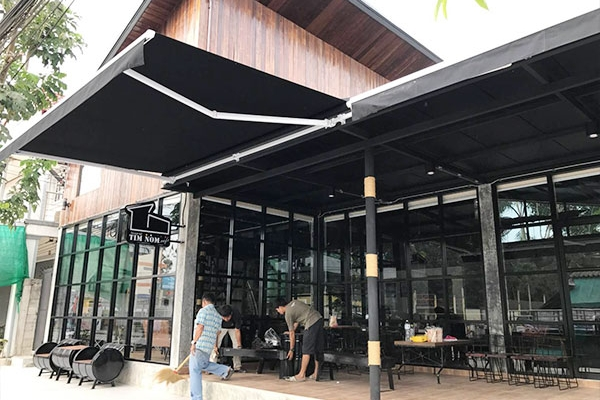 44-retractable-awnings119EA0EF-CE31-D2D1-F1B3-65625A4E7AA3.jpg