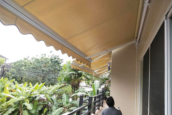 54-retractable-awnings63329C0C-689D-A81E-DEDF-BEDB62A17289.jpg
