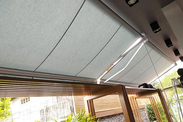 99-retractable-awnings1452431D-E63F-C40E-9BAF-D902E1D61DF6.jpg