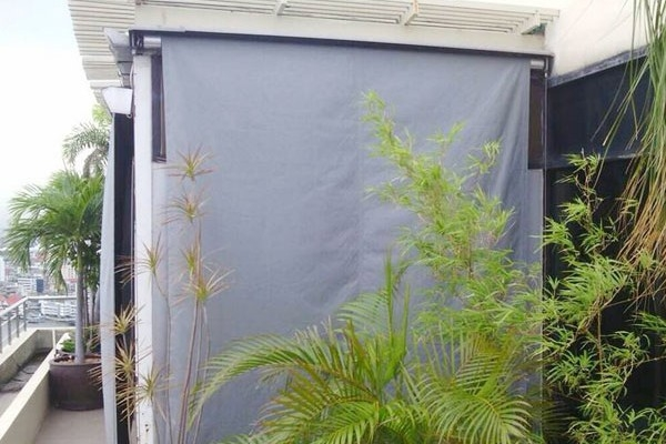 11-drop-vertical-awning2AAA2578-860E-C9FB-AFEA-D0F2062287AB.jpg
