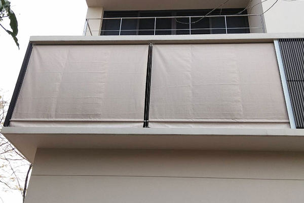 37-vertical-drop-awnings0E767A92-E128-3445-0137-BFC03DBBA025.jpg