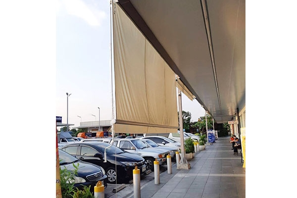 70-retractable-awnings5215B53F-5108-9283-FB73-797B1F062AE1.jpg