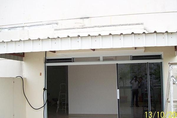 13-metal-sheet-awning36902556-5F89-5649-5A10-CA1729F2094A.jpg